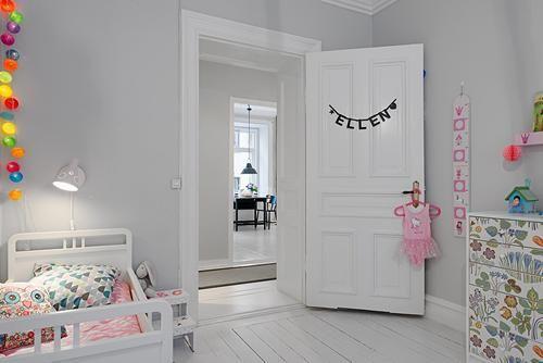 Diseño escandinavo en blanco para la habitación del bebé