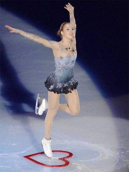 THE BEST iceskating dress I've ever seen - Carolina Kostner - Italy