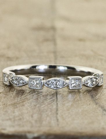 Love this vintage inspired wedding band!