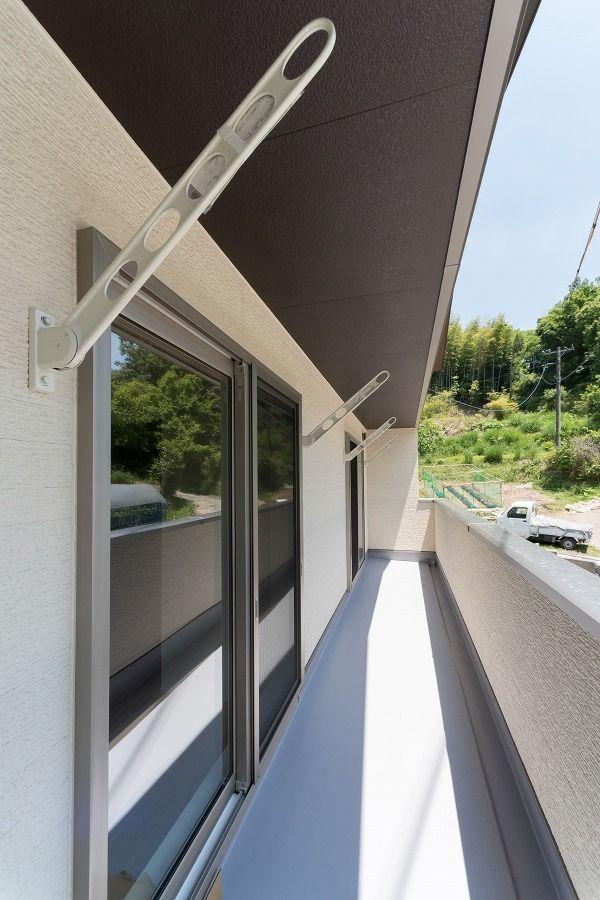 自然に囲まれた 小窓から風が通り抜ける家 ハウスデザイン