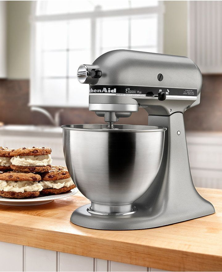 KitchenAid KSM75SL 4.5 Qt. Classic Plus Stand Mixer. Great gift idea for cook, Mom, Dad, wife, Christmas gift, birthday gift, Mother's Day gift #ad #kitchenaidmixer #holidaygiftguide