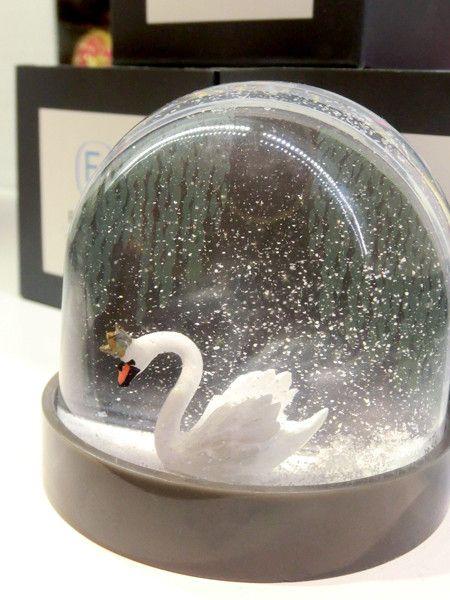 Swan snow globe - Pinned 8-17-2015.