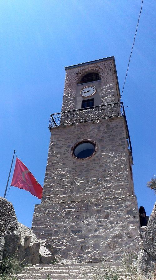 Sivrihisar Saat Kulesi/Eskişehir/// Sivrihisar ilçesinde bulunan saat kulesi. 1900 yılında Kaymakam Mahmud Bey ile Belediye Başkanı Yüzügüllü Hacı Mehmet Efendi tarafından yaptırılan kule 12 metre uzunluğundadır.
