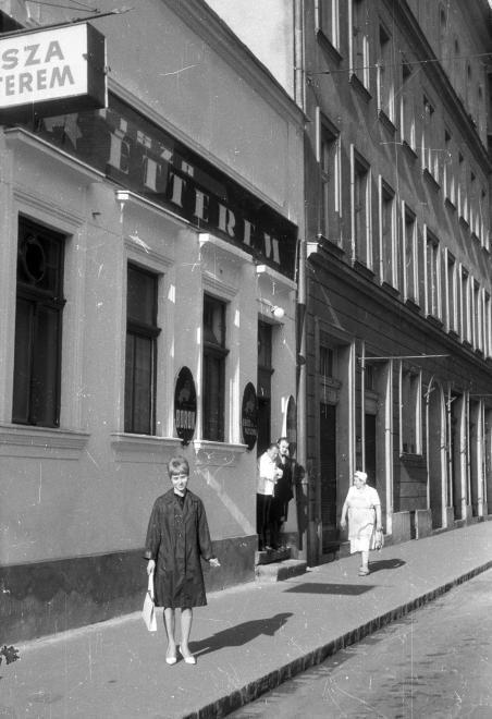 1975 - Sobieski János utca 32., Tisza Étterem.