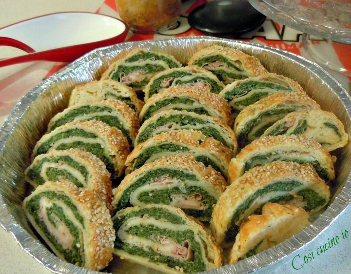 Strudel salato di spinaci ricotta e prosciutto. Valida alternativa alle solite torte salate, questo strudel, facilmente affettabile,è perfetto anche per p