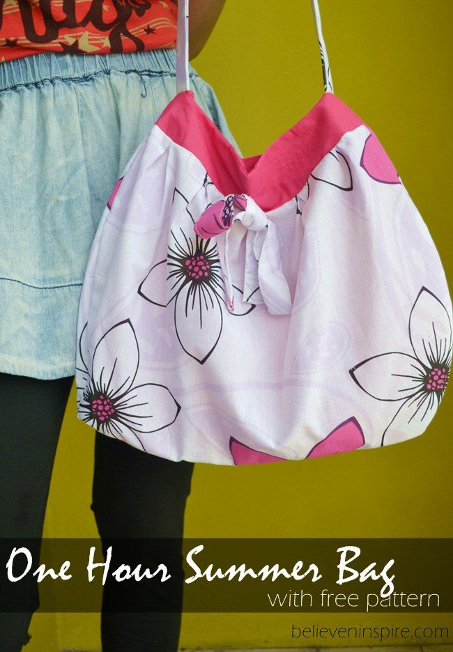 I'm always on the look out for free pretty bag sewing patterns and when I found this one on Craftsy I decided to make another bag. You know you can never h