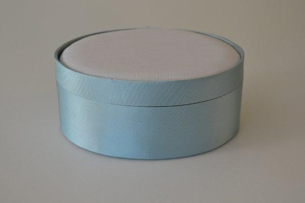 SBLoval.13 - Large Oval - Pale Blue - Satin covered and lined boxes make it so easy for you to create a special gift or precious keepsake. Embellish your fabric as you desire, cover the removable, padded lid with your worked fabric and replace into the box lid. The box measures 10.5 x 14cm.