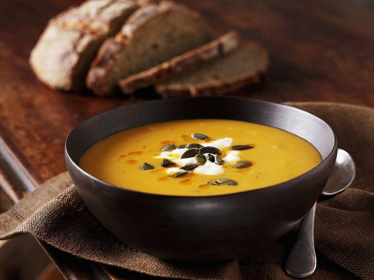 Cremige Kürbissuppe mit Muskatkürbis | Kalorien: 227 Kcal - Zeit: 40 Min. | eatsmarter.de