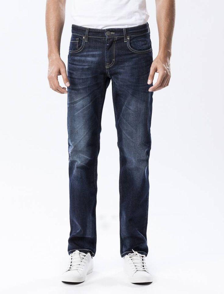 Thomas Raw Vintage Blue Straight Jeans  Description: Cup Of Joe is een denimlabel dat al dertig jaar te boek staat als een betaalbaar brand. COJ haalt zijn inspiratie uit de fijne vaak kleine dingen des levens. Daar jeans deel uitmaakt van ons dagelijks bestaan moeten we er net zo van genieten als bijvoorbeeld ons gebruikelijke kopje koffie. Dat is het motto.Of je nu een vintage een versleten indigo of zwarte strakke jeans wilt - bij voorkeur een exemplaar dat je dag en nacht kunt dragen…