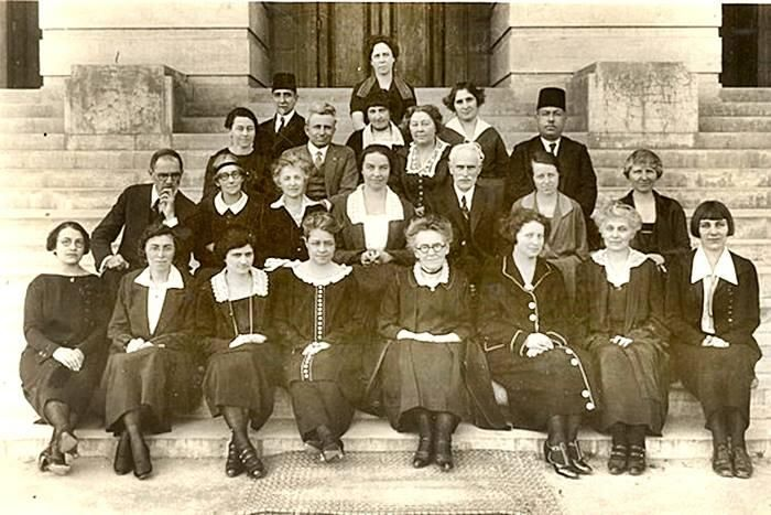 1900ler Robert Kolejinin eski öğretmenleri.1863 1864te ilk öğrenci kabul edilen dünyanın köklü eğitim kurumlarından