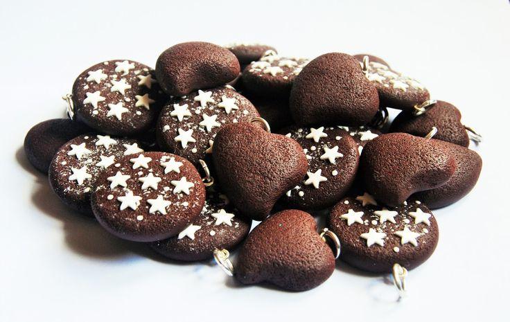 La Botteghilla: Bomboniere personalizzate: ciondoli biscotti pan di stelle e batticuori