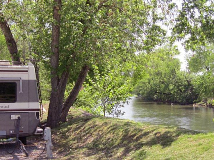 RIPPLIN WATERS CAMPGROUND CABIN RENTAL at SEVIERVILLE TN