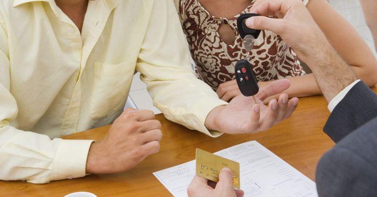 Cómo escribir una cláusula adicional en un contrato. Una cláusula adicional puede escribirse básicamente en cualquier tipo de contrato. El concepto básico detrás de una cláusula adicional es agregar algún tipo de información a un contrato que ya existe y que ya ha sido acordado por las partes. El hecho de que el contrato haya finalizado y firmado no significa que no se le pueden realizar cambios. ...