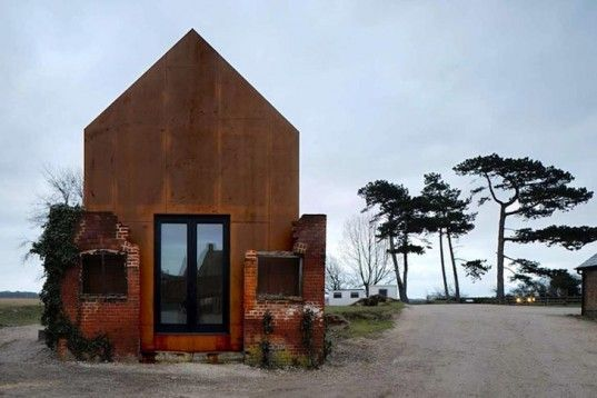 Haworth Tompkins Architecture_The Dovecote Studio
