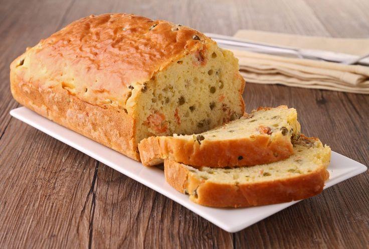 Le saumon est l'ingrédient principal de ce cake salé qui se présente comme étant une excellente alternative aux cakes au jambon…