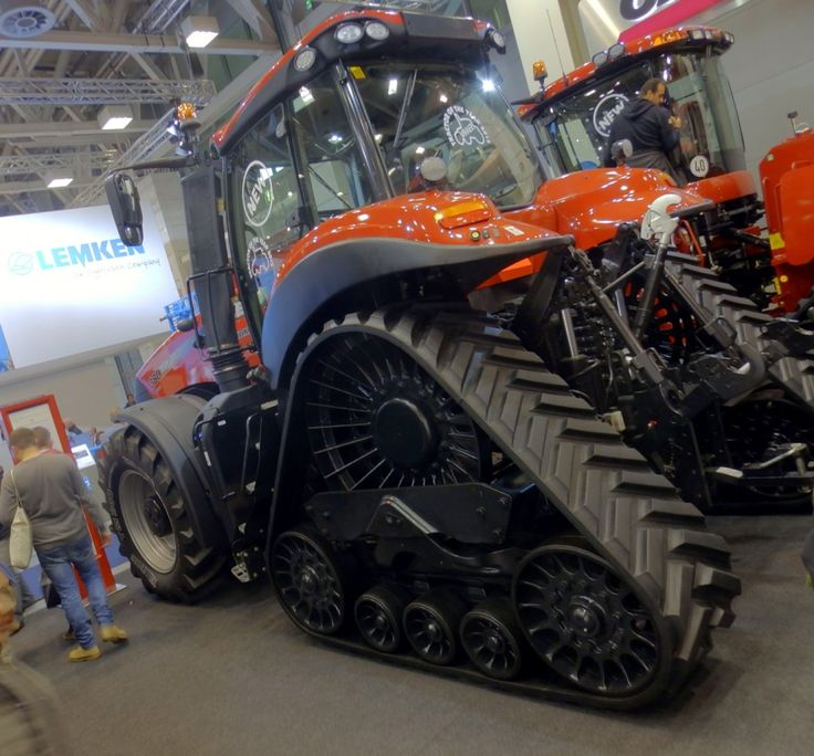 EIMA marked the European debut of the Rowtrac option for the rear axle of Case IH's top-end Magnum tractors.