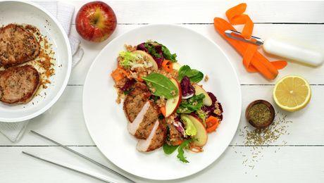Lag en frisk, deilig salat med byggris, eple, sitron og gulrot. Server med rosmarinstekte skinkebiffer av norsk kvalitet – godt, nytt og nyttig!