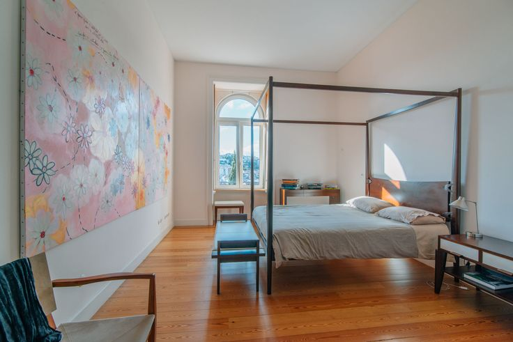 HomeLovers: bedroom with a view
