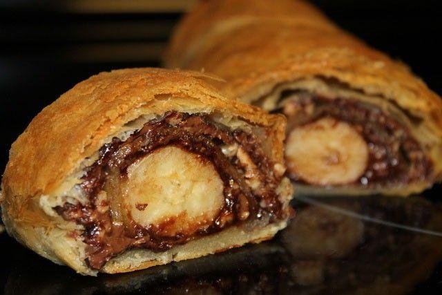 Ultra rýchla sladká pochúťka, ktorej určite neodoláte. Roláda plnená čokoládou alebo nutelou a banánom. Suroviny, ktoré každý miluje.
