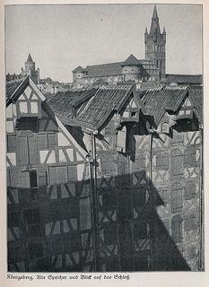 Königsberg Pr.   Alte Speicher und Blick auf das Schloß