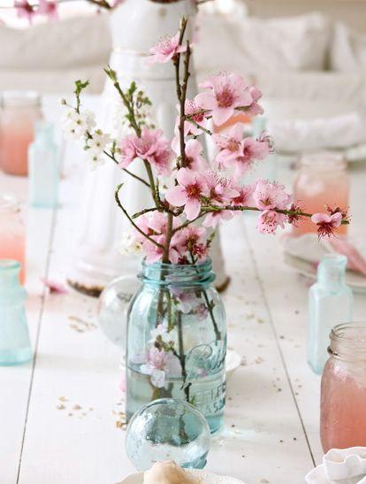 北欧のお部屋に桜のフラワーアレンジ、とても素敵な春のデコレレーションです! 北欧のイメージと桜のお花、あまり想…