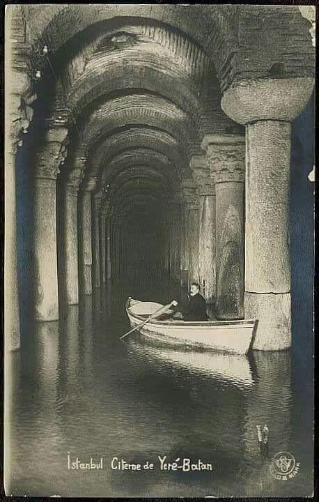 Yerebatan Sarayı'nda kayıkla gezinti #istanlook #nostalji #birzamanlar