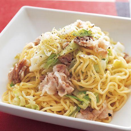 レタスクラブの簡単料理レシピ 豚バラ肉のうまみを生かしたあっさり塩味「豚バラ塩焼きそば」のレシピです。