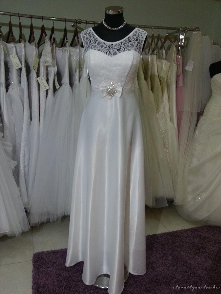 Málna csipke esküvői ruha