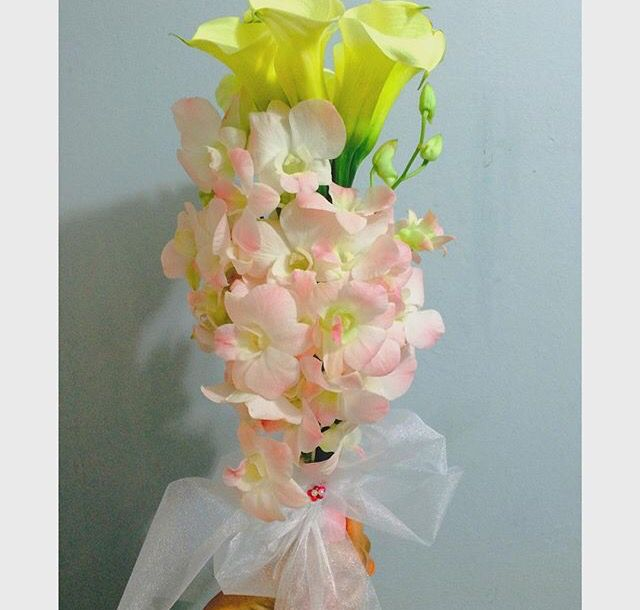 ; Calla lily and dendrobium orchid