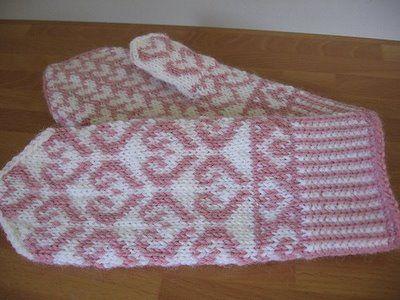 Heart Mittens..free pattern