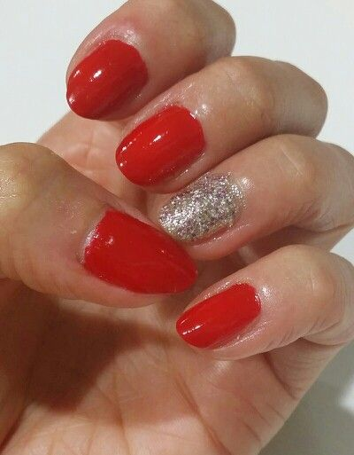 Nailpolish art, hot red with shiny one!
