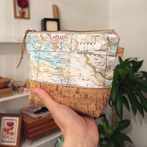 Handgenähte Kosmetiktasche mit Welkarte, Reiseaccessoire / travel accessory: cosmetic bag with world map print made by Catzy's Taschen via DaWanda.com