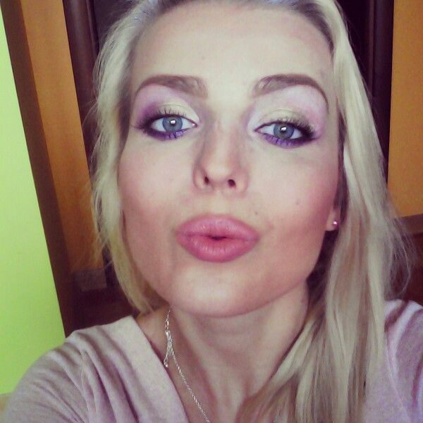 Green/pink/violet eyeshadows