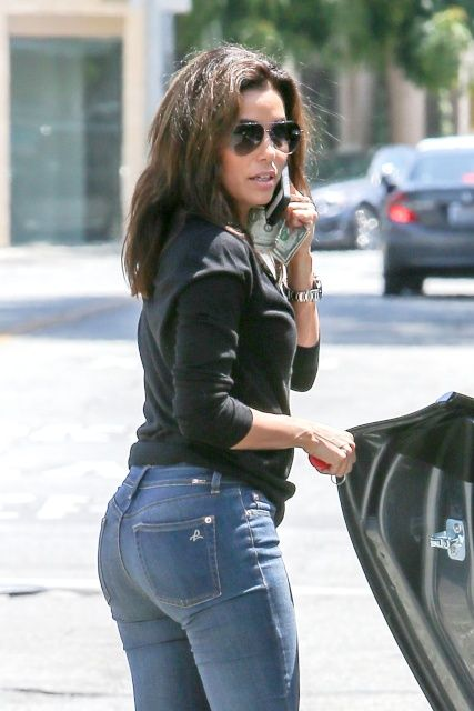e9dfa5376d80 Eva Longoria booty in tight jeans