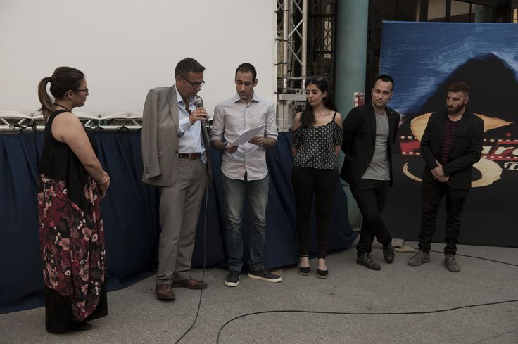La giuria degli studenti del Dipartimento Pol.Com.Ing di Sassari mentre legge la motivazione del Premio giuria giovani