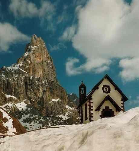 Chiesa sul Passo Rolle