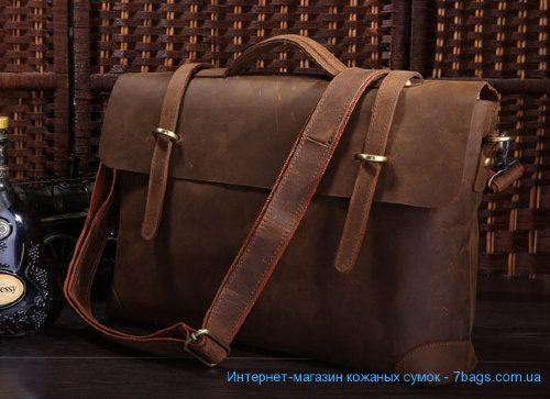 Мужской кожаный портфель, сумка, ретро-стиль, матовая Мужской кожаный портфель, сумка, ретро-стиль, матовая. Удобный и стильный аксессуар, ретро-стиль портфеля. Большая металлическая фурнитура под старину. Толстая качественная кожа одним куском. Комфортная кожаная усиленая ручка, возможность использовать с наплечным ремнем.