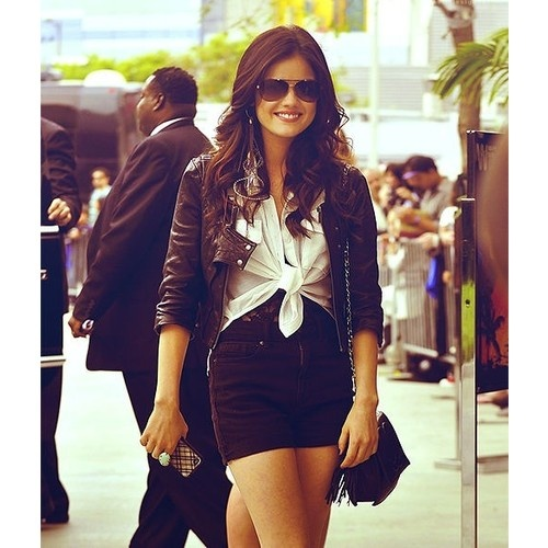 ARIA MONTGOMERY ♥ - Love her style And love the showe !! PLL!! :)
