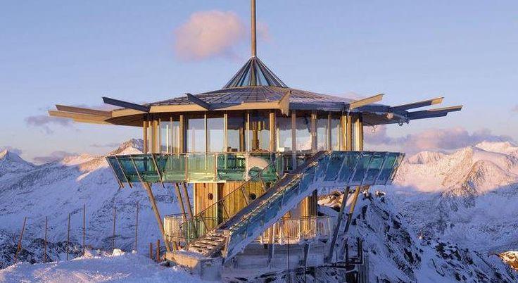 Sur le domaine Obergurgl / Hochgurgl à plus de 3000 m d'altitude, le restaurant et bar Top Mountain Star (voir photo ci-dessus), un pavillon en acier, en glace et en bois de mélèze, vous permettra d'admirer la vallée Ötztal.