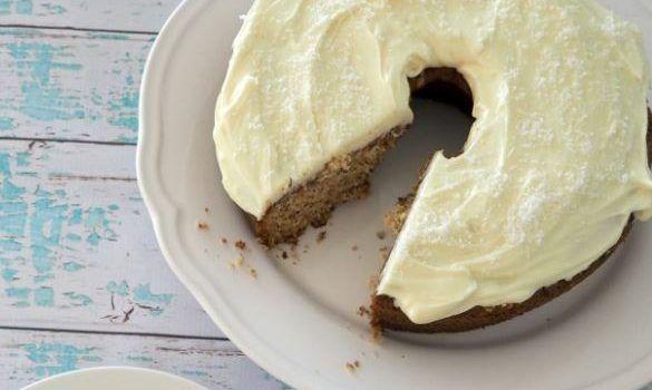Κέικ μπανάνας με επικάλυψη δροσερής κρέμας τυριού