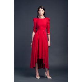 Rochie asimetrica rosie cu maneca 3/4. Maneca este accesorizată cu o bandă de cristale.