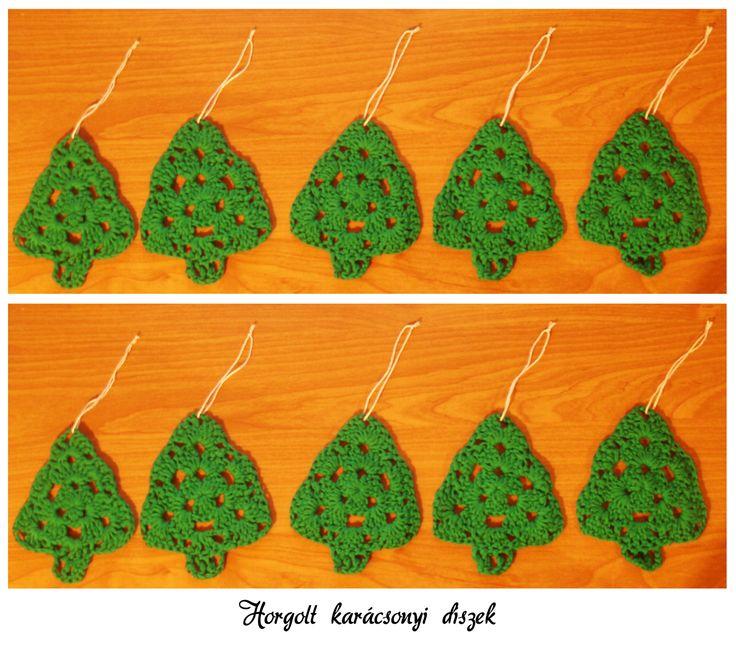 Horgolt fenyőfa alakú karácsonyi díszek