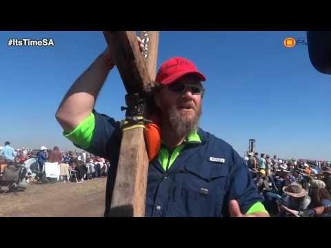 Somerset West man arrives wielding a cross at Angus Buchan prayer gather...