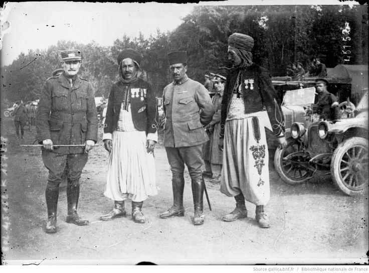 Goumiers algériens [soldats coloniaux français] : [photographie de presse] / [Agence Rol]