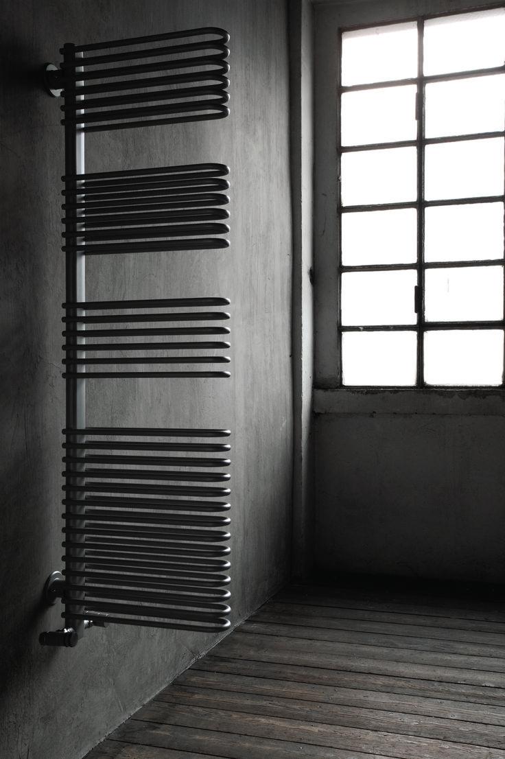 TUBES - TOTEM - Tento radiátor do prostoru poslouží nejen jako zdroj tepla, ale také může pocitově oddělit například sprchový kout od toalety.