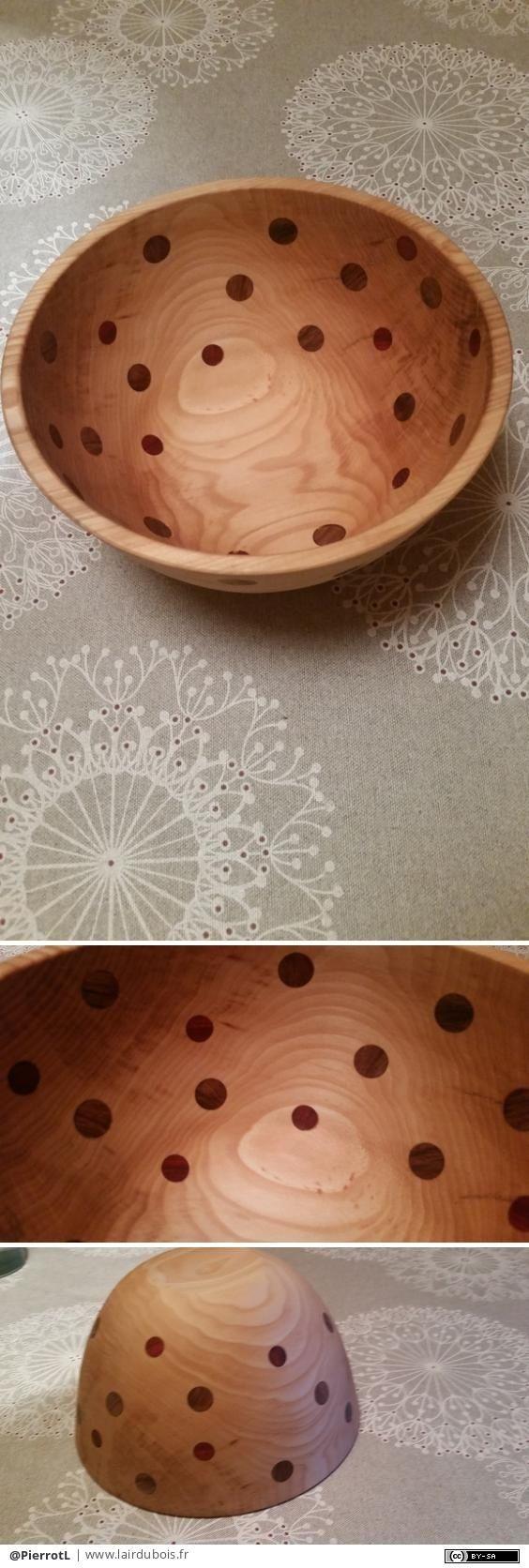 Rougeole de Noyer par PierrotL - Voici un saladier en tilleul avec des incrustations en Noyer et cocobolo. Diamètre 22 cm hauteur 12 cm et une épaisseur de 5 mm. Finition huile de paraffine.