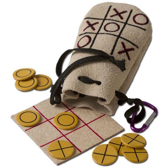 Mítico juego del tres en raya, hecho a mano integramente en cuero (Fichas, tablero, saquito)                                                                                                                                                      Más