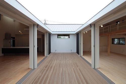 神奈川県横浜市 中庭スペース|重量木骨の家 選ばれた工務店と建てる木造注文住宅