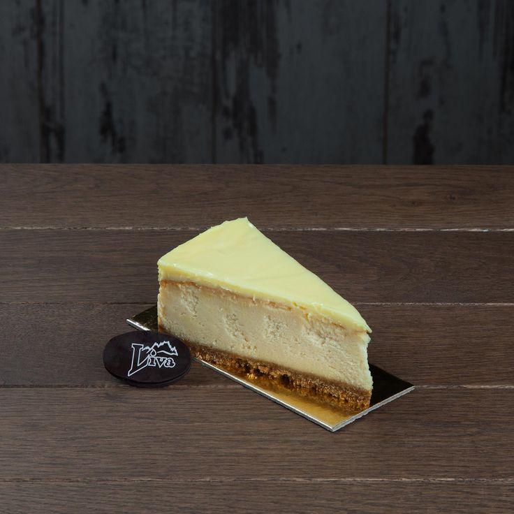 Limonlu cheseecake. Labne peyniriyle hazırlanan kek ve nefis bisküvi tabanı limon aromalı sosla bitirildiğinde oluşan bu enfes cheescake, tatlının mutlulukla olan ilişkisinin canlı kanıtı.