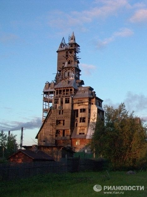This bizarre 13 floor building belonged to a Russian gangster, Nikolai Sutyagin,who went to prison on racketeering charges in 1998 before he could complete his dream home. When he was released, he was penniless and lived for several years in a few poorly heated rooms at the bottom of his crumbling wooden mansion with his wife...click to read on.